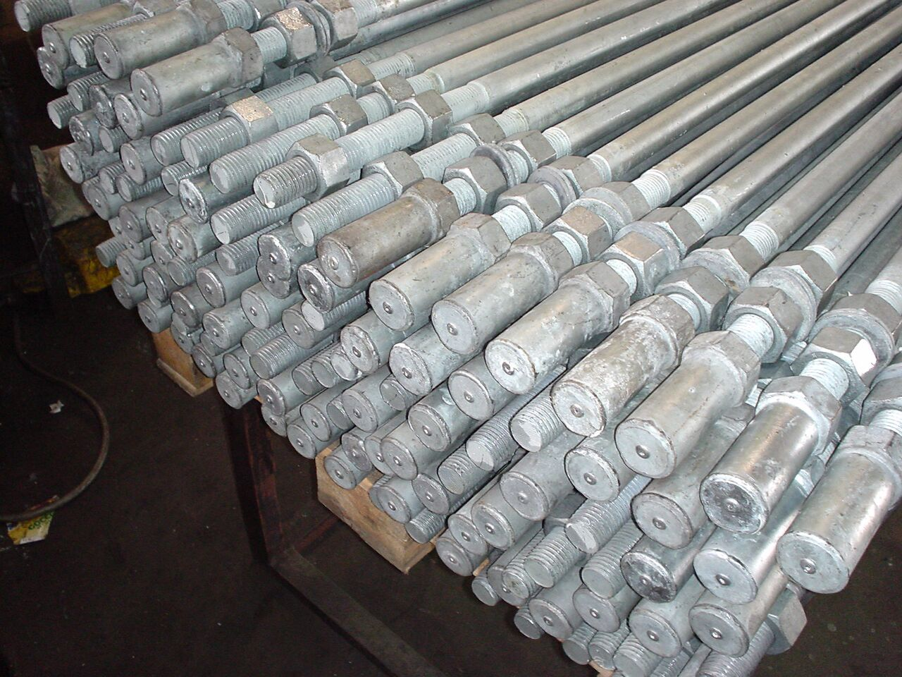 Tiranti-zincati-a-caldo-con-cappuccio-Zardini-Srl-150x150.jpg